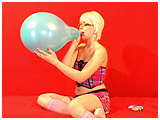 Video clip for sale of Scarlette's first blow to pop scene